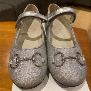 GUCCI /Girls/Size 32 1/2-131/2/ Silver shoe